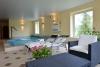 """Villa """"Viesų krantas"""" pie ezera tuvumā Trakai: brīvdienu mājas, dzīvokļi, saunas un baseins"""