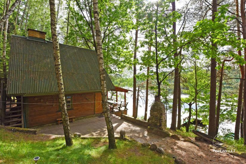 Ilona ir sēta ezera krastā - 10