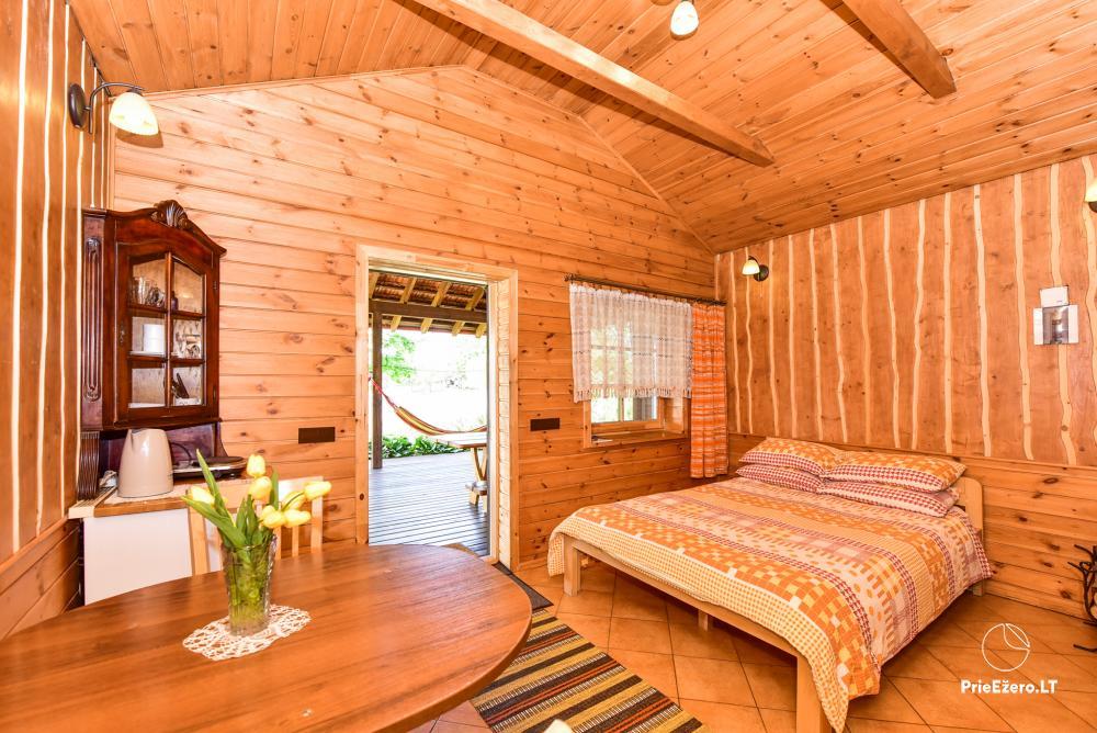 Māja uz ezera krastu: istabas, banketu zāle 30 personām, pirts, kajaki - 25