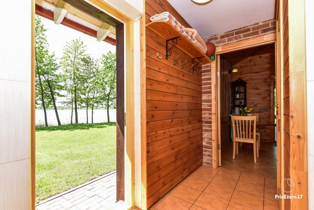 Māja uz ezera krastu: istabas, banketu zāle 30 personām, pirts, kajaki - 30