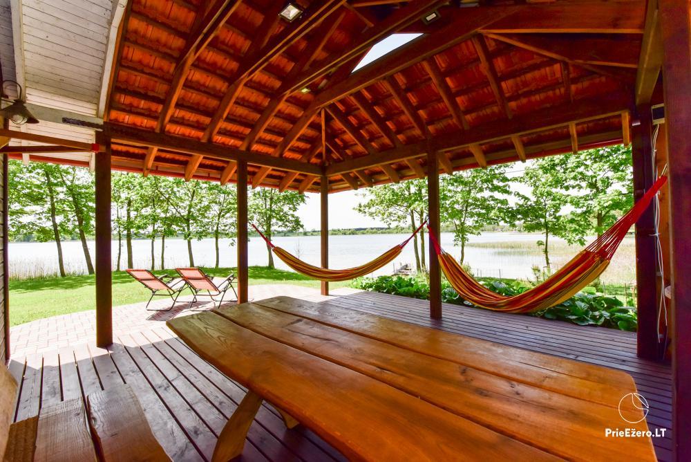 Māja uz ezera krastu: istabas, banketu zāle 30 personām, pirts, kajaki - 23