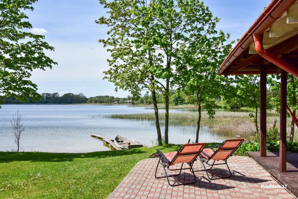 Māja uz ezera krastu: istabas, banketu zāle 30 personām, pirts, kajaki - 24