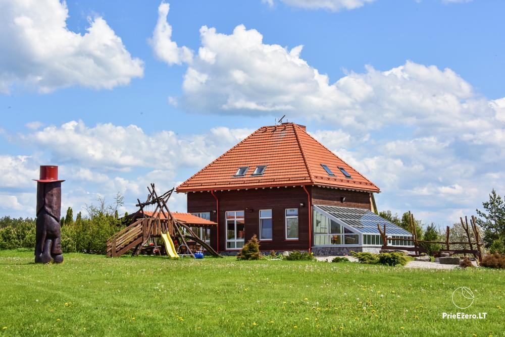 Māja uz ezera krastu: istabas, banketu zāle 30 personām, pirts, kajaki - 1
