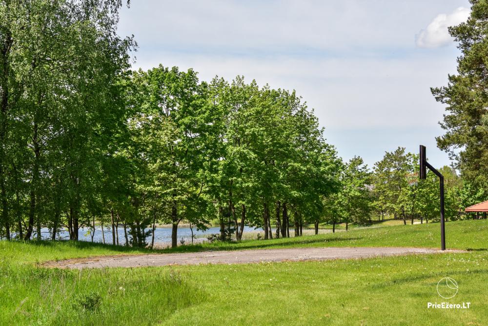 Māja uz ezera krastu: istabas, banketu zāle 30 personām, pirts, kajaki - 18