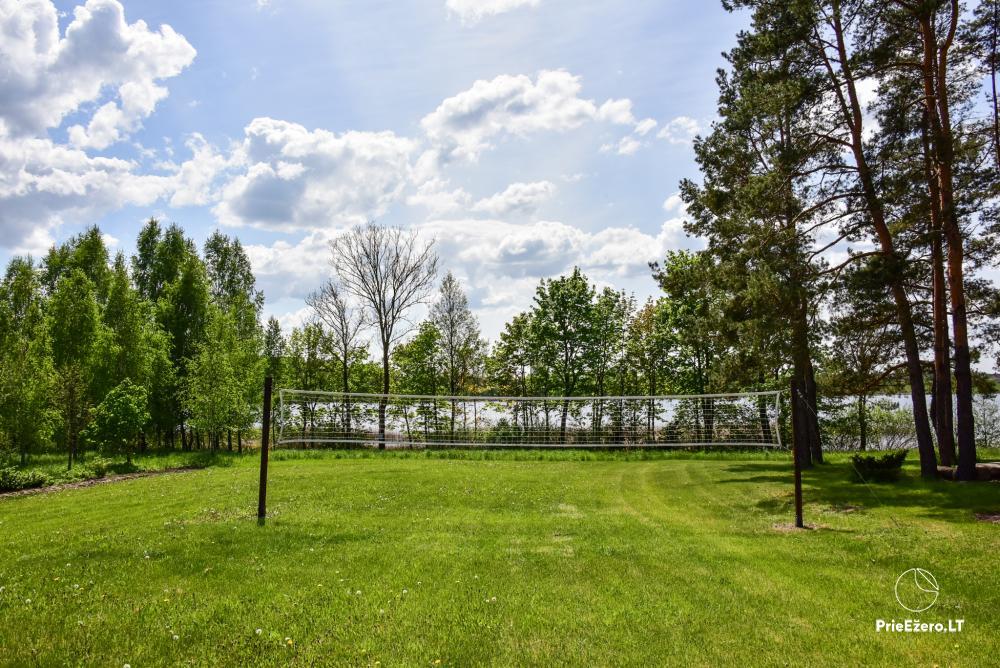 Māja uz ezera krastu: istabas, banketu zāle 30 personām, pirts, kajaki - 17