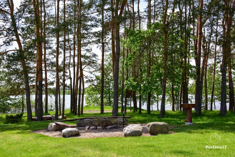 Māja uz ezera krastu: istabas, banketu zāle 30 personām, pirts, kajaki - 15