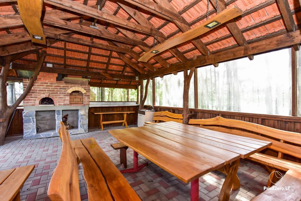 Māja uz ezera krastu: istabas, banketu zāle 30 personām, pirts, kajaki - 20