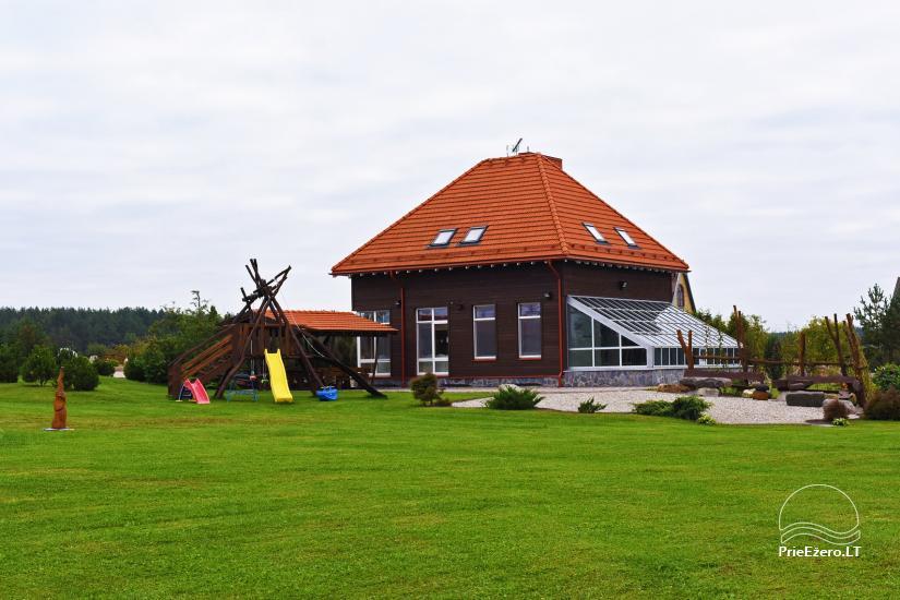 Māja uz ezera krastu: istabas, banketu zāle 30 personām, pirts, kajaki - 2