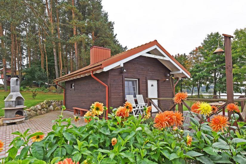 Brīvdienu māja diviem ar saunu ezera krastā, sēta Pas Drambliuką - 1