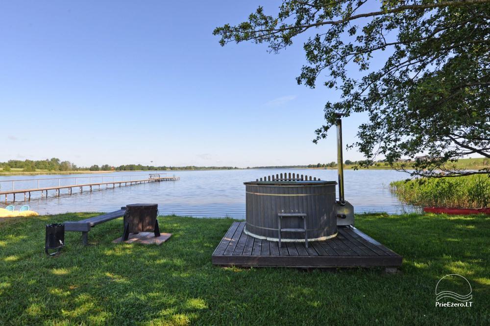 Lauku sēta svētkiem ezera krastā Alītas rajonā Atesys - 57