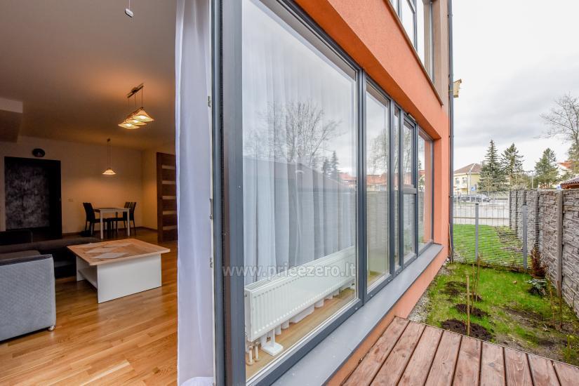 67 kvm. Jaunā divu istabu dzīvoklis Druskupio in Birstonas: pirmajā stāvā, terase - 3