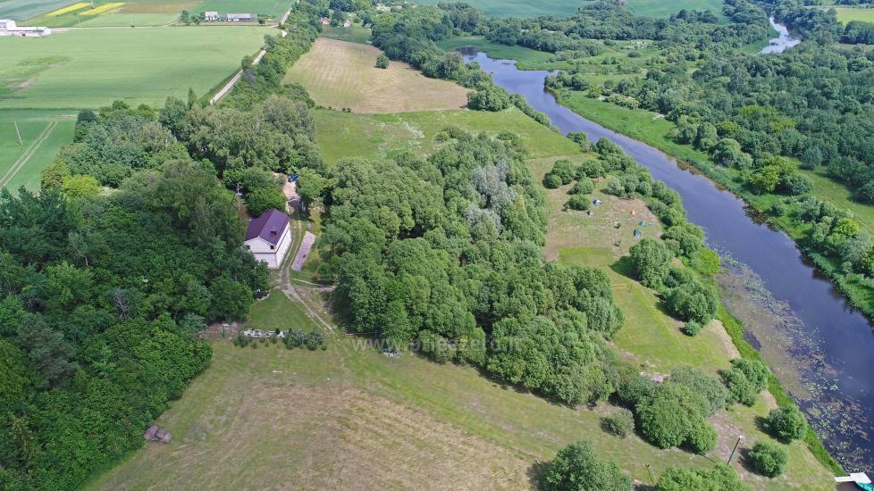 Lauku sēta pie upes Kedainiai reģionā, Lietuvā - 1