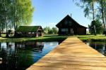 Ramūnu sēta pie ezera krasta