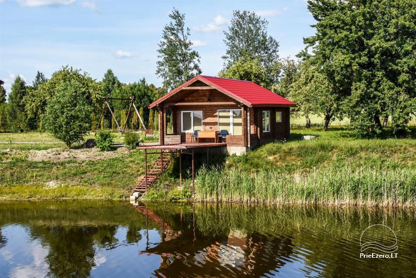 Lauku sēta ezera krastā Ukmerģē reģionā, Lietuvā - 1