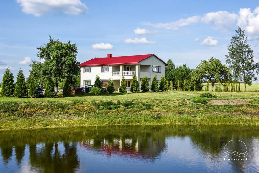 Lauku sēta ezera krastā Ukmerģē reģionā, Lietuvā - 3