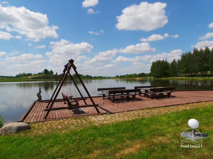 Banketu zāle ar skatu uz ezeru - 9
