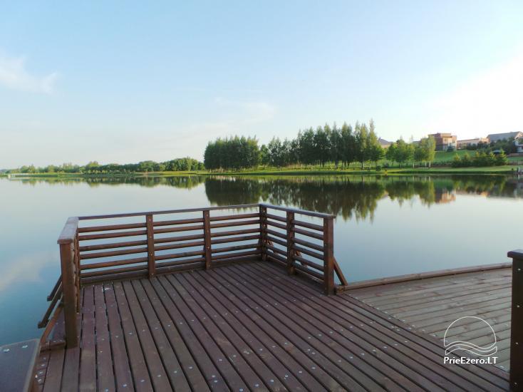 Banketu zāle ar skatu uz ezeru - 19
