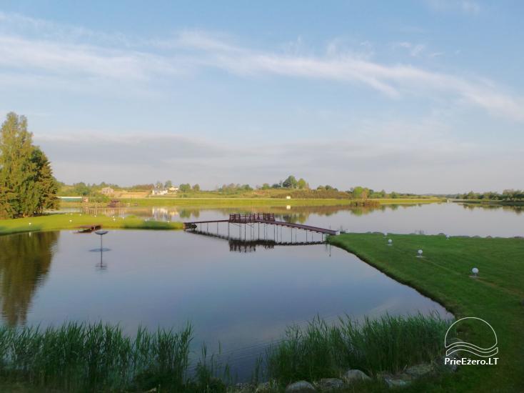 Banketu zāle ar skatu uz ezeru - 18