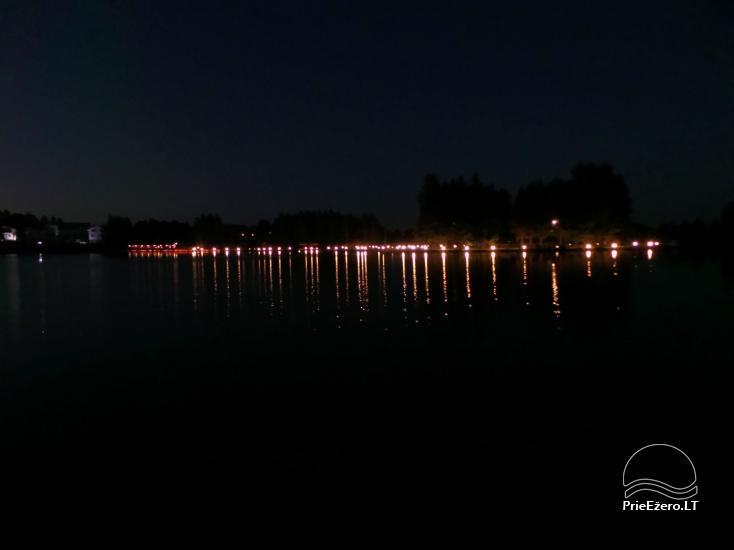 Banketu zāle ar skatu uz ezeru - 29