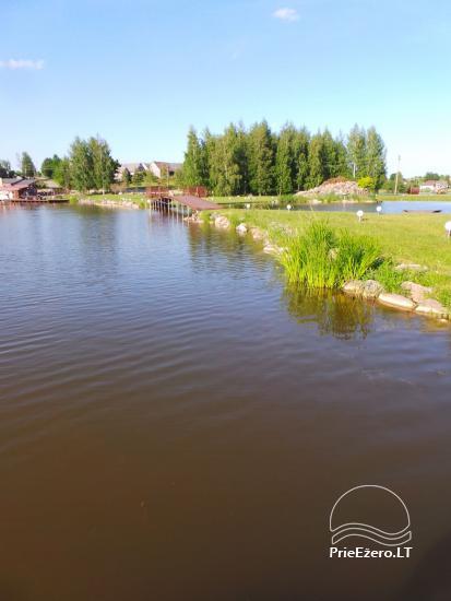 Banketu zāle ar skatu uz ezeru - 20