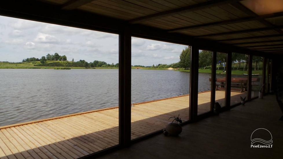 Banketu zāle ar skatu uz ezeru - 5
