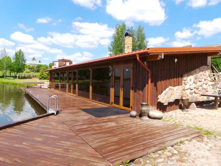 Banketu zāle ar skatu uz ezeru - 4