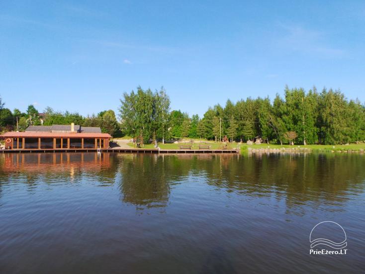 Banketu zāle ar skatu uz ezeru - 8