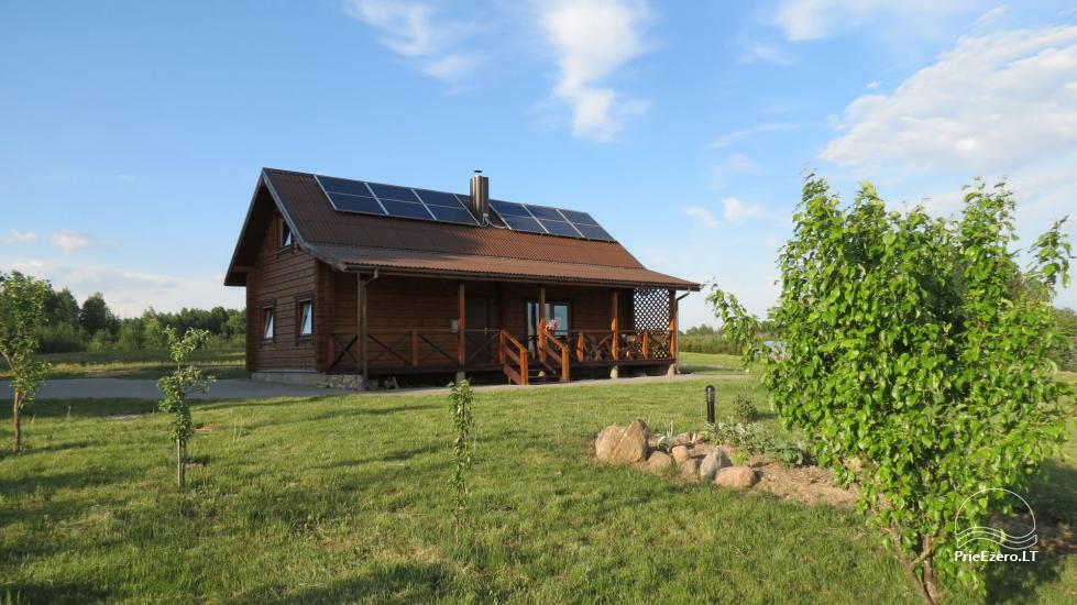 Lauku sēta pie ezera Lietuvā - 1