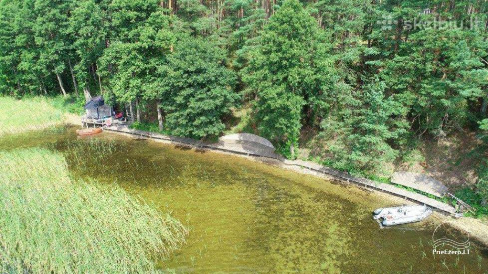 Koka māja ezera krastā Lietuvā - 6