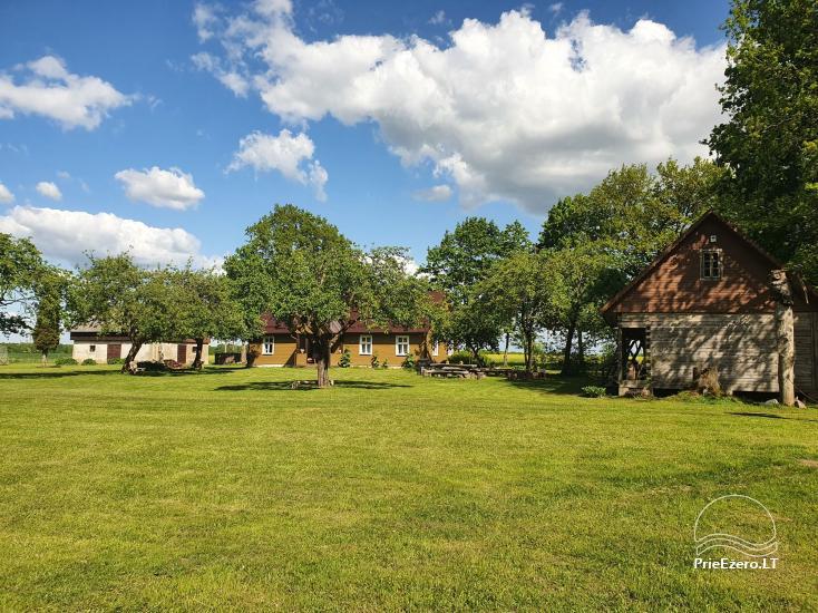 Lauku sēta pie upes Lietuvā - 2