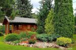 Neliela eko māja pārim vai ģimenei mājīgā dārzā