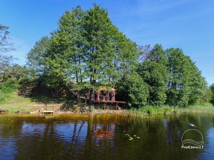 Tiek izīrētas nelielas brīvdienu mājas Molētu reģionā pie ezera - 32