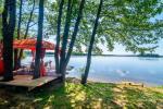 Tiek izīrētas nelielas brīvdienu mājas Molētu reģionā pie ezera