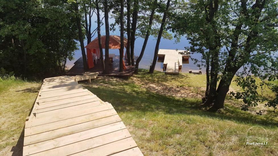 Tiek izīrētas nelielas brīvdienu mājas Molētu reģionā pie ezera - 33