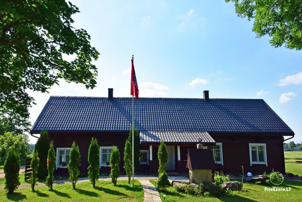 Lauku sēta pie ezera Lietuvā Prie koptos - 2