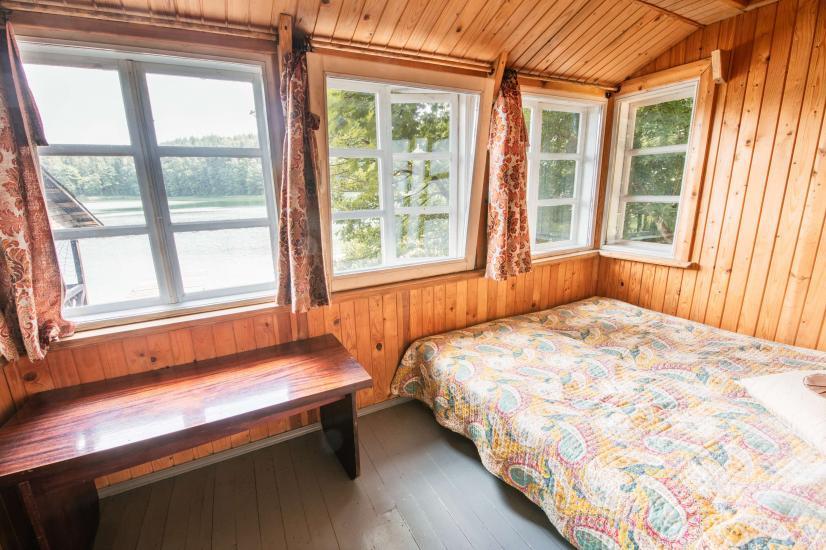 Māja ar pirti krastā ezera - 4
