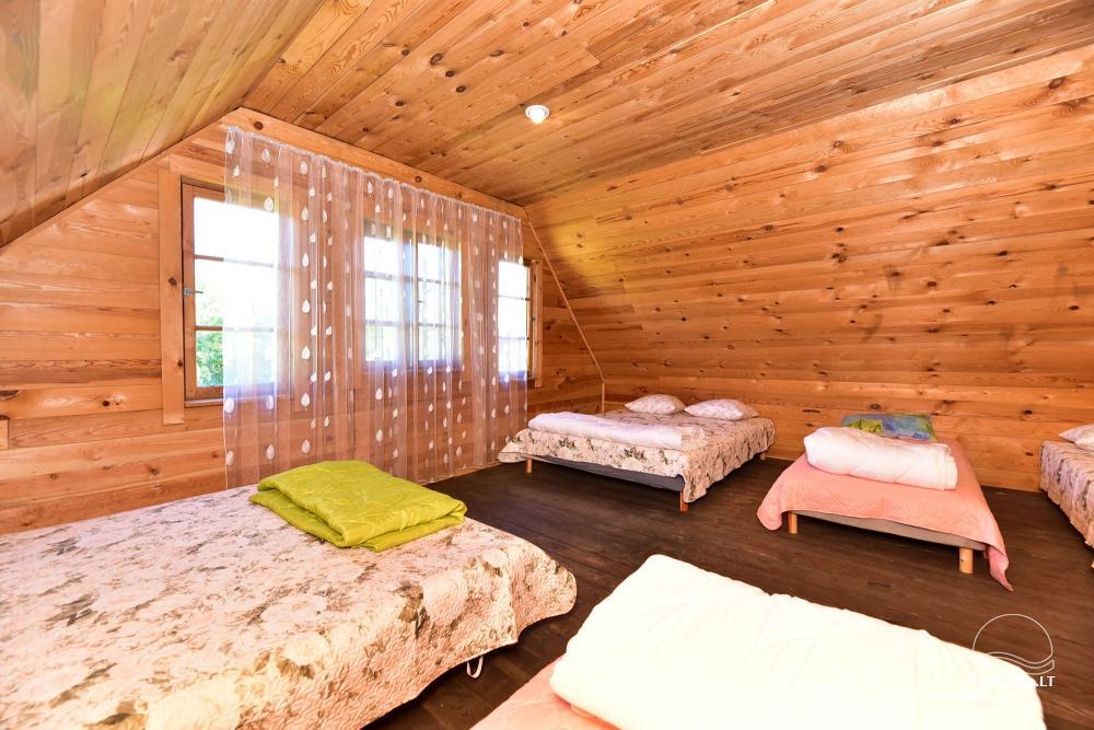 Māja ar pirti krastā ezera - 41