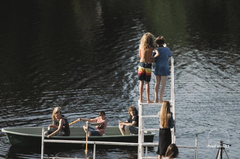 Viesu nams ezera krastā starp Vilņu un Kauņu dažādiem pasākumiem un svinībām - 40