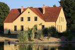 Lauku tūrisma māja pie ezera AKMENIU DVARAS