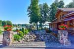 Fazenda Genutės Ranča Alītas rajona ezera krastā: zāle, brīvdienu mājiņas, pirts