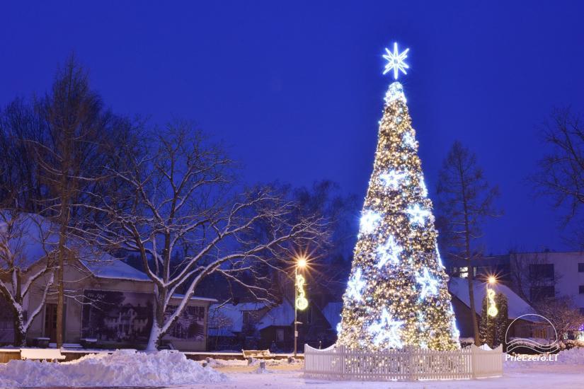 Ziemassvētku eglīte atklāšanas notikums Birstonas - 1