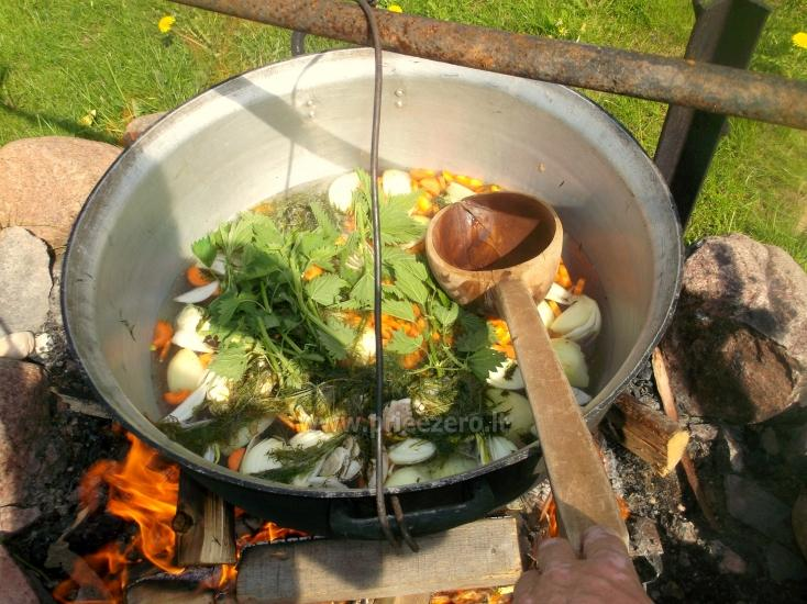 Izglītības zivju zupa cooking programma sētā Gaidelių sodyba - 1