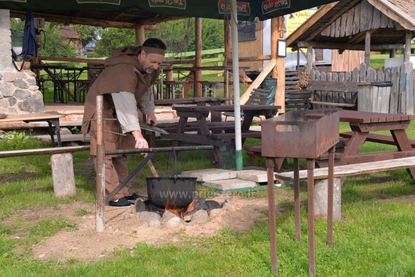 Izglītības zivju zupa cooking programma sētā Gaidelių sodyba - 2