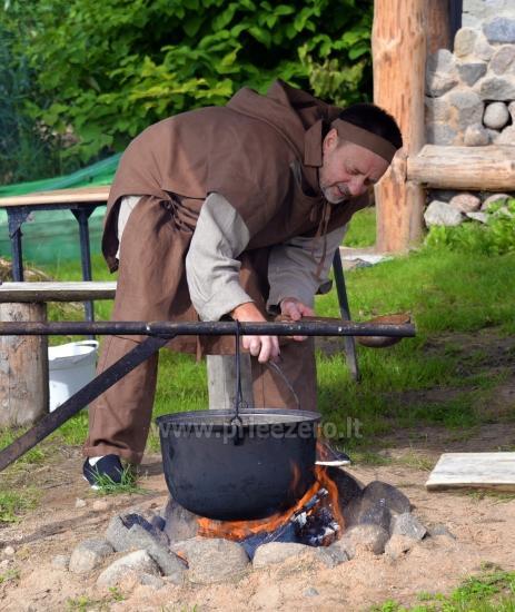 Izglītības zivju zupa cooking programma sētā Gaidelių sodyba - 3