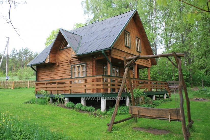 Lauku sēta tuvu Luokesu ezera Moletai rajonā, Lietuvā - 1