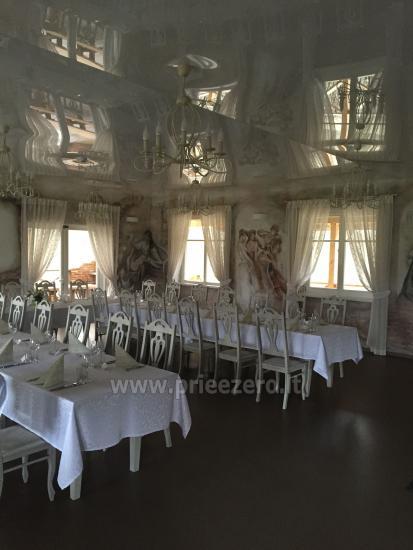 Lauku seta Varenas rajona kāzas ar lielu banketu zāle - 15