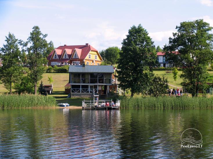 Viesu nams ezera krastā starp Vilņu un Kauņu dažādiem pasākumiem un svinībām - 1