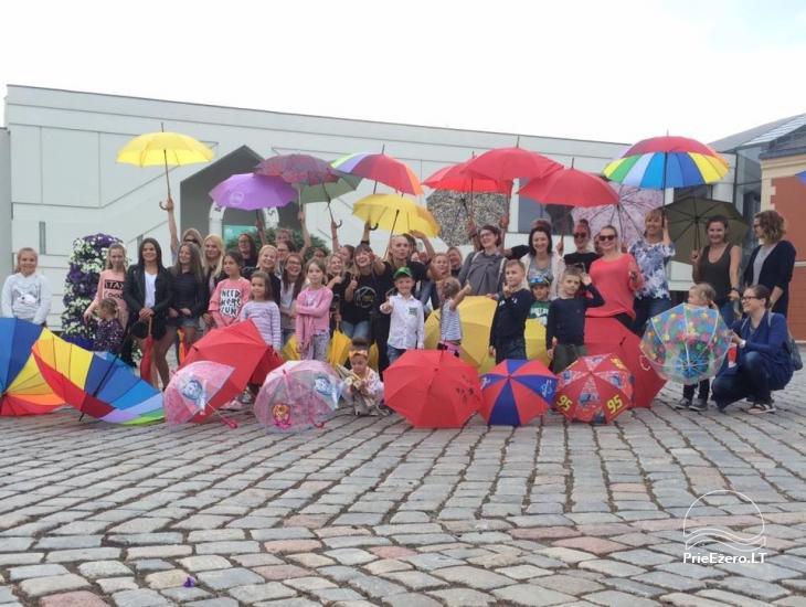 Klaipēdas jaunieši aicina izvilkt lietussargus - 1