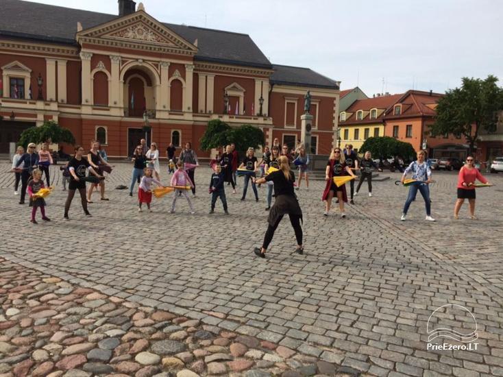 Klaipēdas jaunieši aicina izvilkt lietussargus - 2