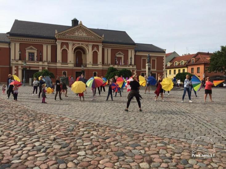 Klaipēdas jaunieši aicina izvilkt lietussargus - 4